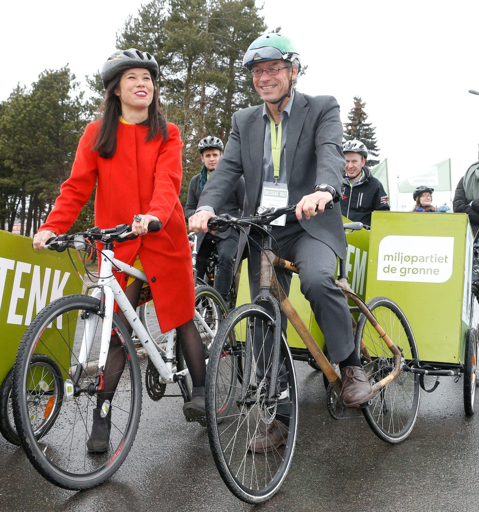 GODT EKSEMPEL: Miljøpartiet De Grønnes Lan Nguyen Berg og Rasmus Hansson oppfordrer til å sykle . Her ankommer de partiets landsmøte i vår. Lan Nguyen Berg er miljø og samferdselsbyråd i Oslo, Hansson er partiets talsperson.