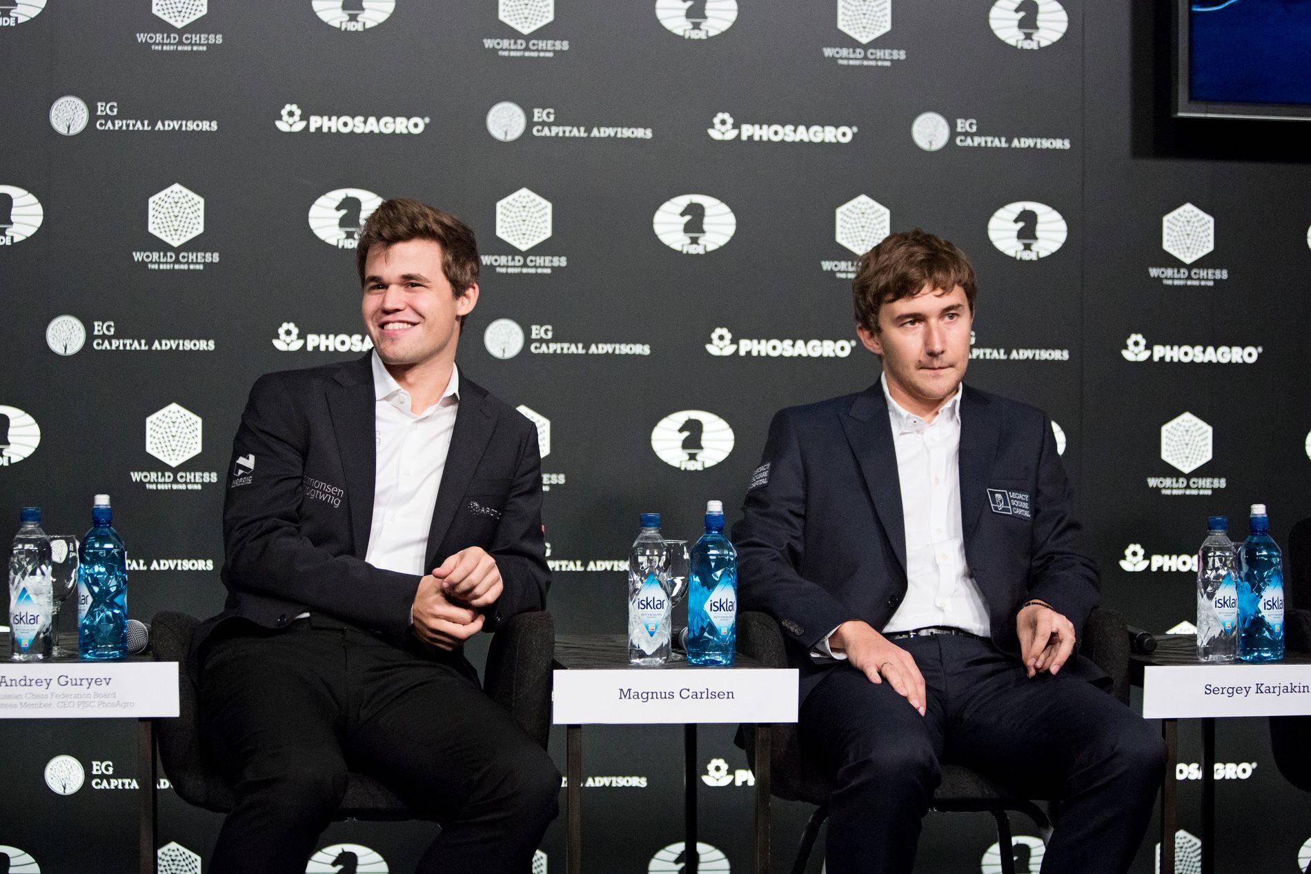 HVEM VANT? Det er ganske lett å tolke ut av dette bildet. Magnus Carlsen til venstre og Sergej Karjakin til høyre.