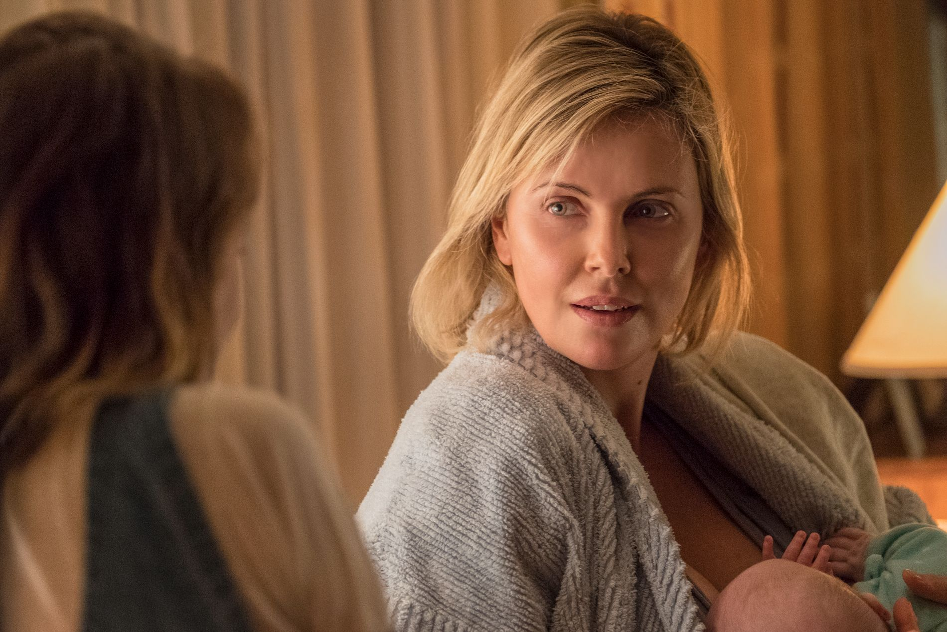 AMMA MIA: Charlize Theron i «Tully».