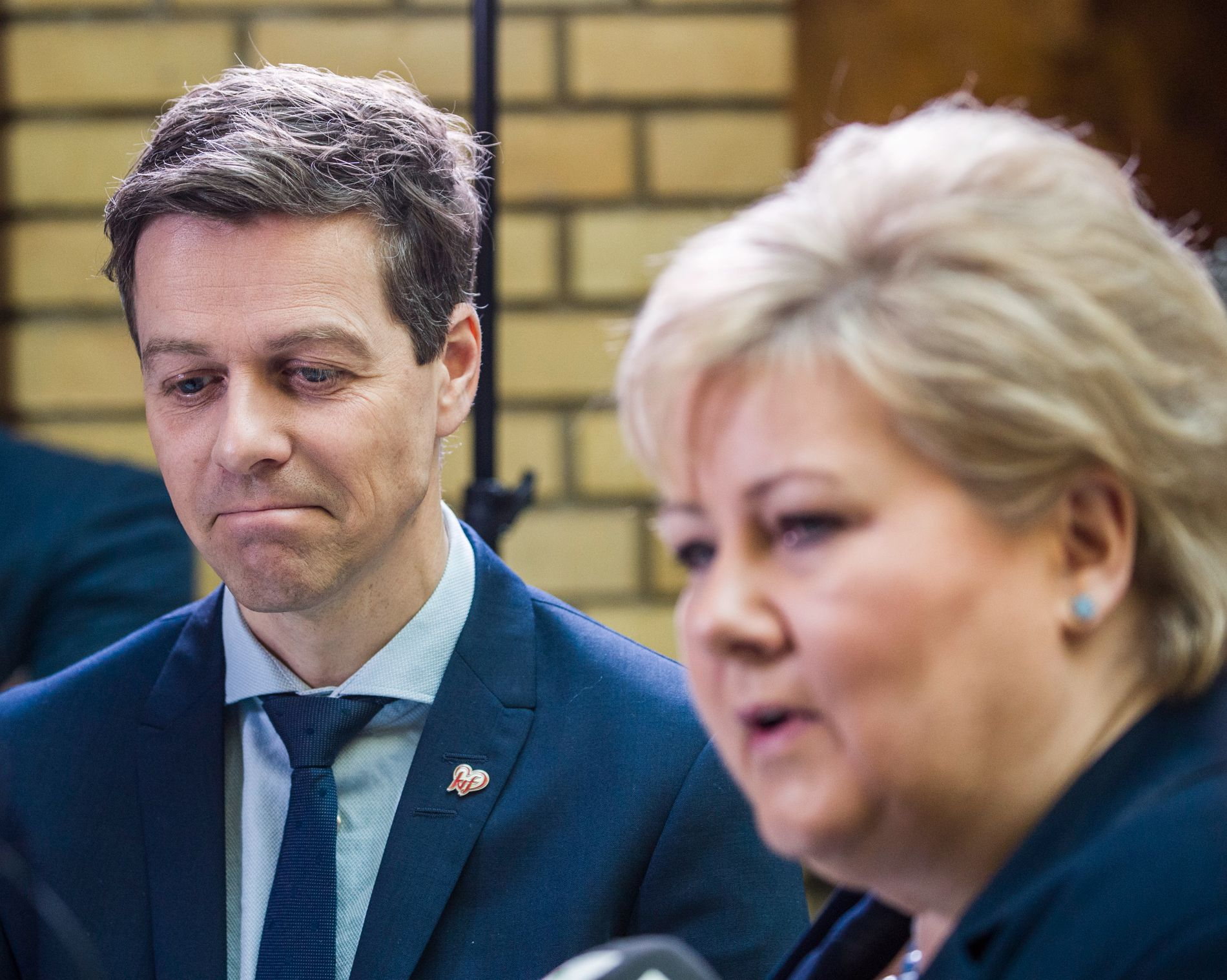 ENIGE NESTEN ALLTID: KrF og Knut Arild Hareide stemmer med Erna Solberg (H) langt oftere enn han stemmer med Jonas Gahr Støre (Ap). Bildet er tatt den gangen de var kraftigst på kollisjonskurs, under behandlingen av mistillitsforslaget mot Sylvi Listhaug (Frp) i mars.