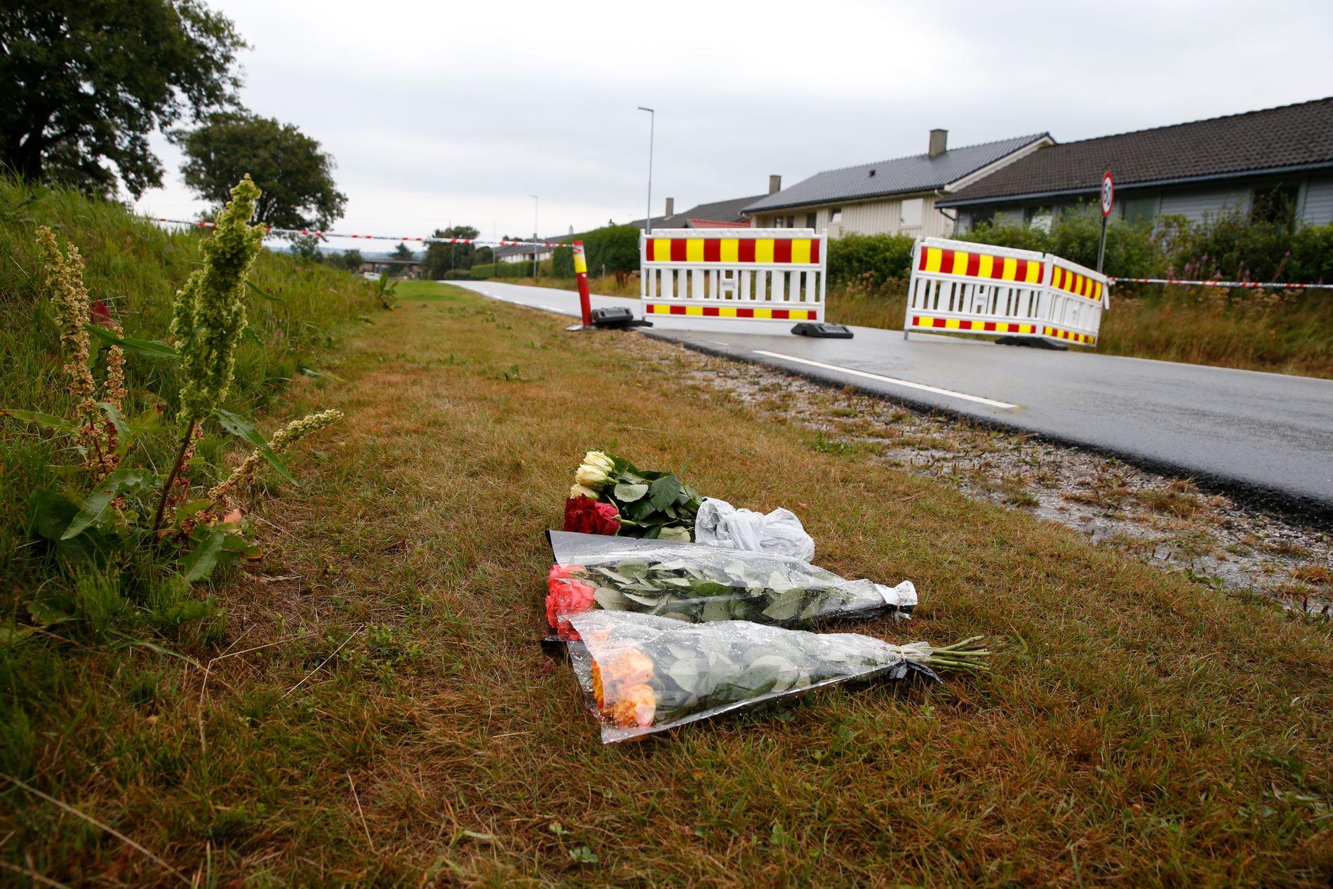 SAMLER SEG: Folk på Varhaug viser medfølelse og samhold med familien som har mistet sin 13 år gamle datter.
