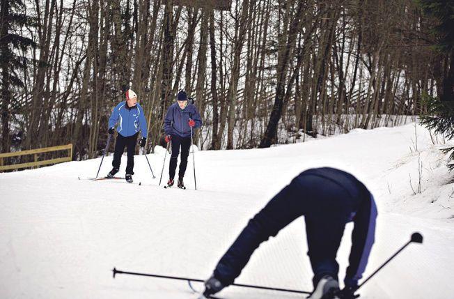 AP-GUTTA PÅ TUR: Raymond Johansen (t.h.) måtte innrømme at partileder Jonas Gahr Støre var råere i skiløypa enn ham selv. – Men så har han smørefrie ski. Det har ikke jeg, forsvarte, Johansen seg med etter en times skitur. FOTO: FREDRIK SOLSTAD, VG