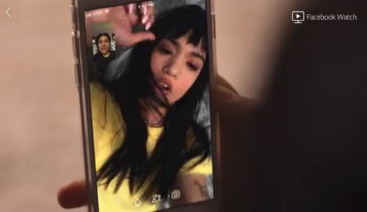 VENNER: Megan facetimer med Shay, mens norske Eva chattet med Isak på Facebook.