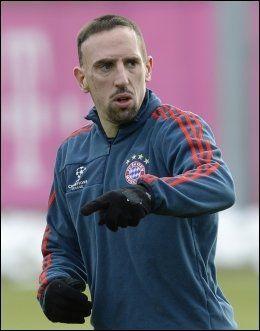 KANDIDAT: Franck Ribéry er nominert til årets Gullball, sammen med Christiano Ronaldo og Lionel Messi. Foto: AFP PHOTO / CHRISTOF STACHE