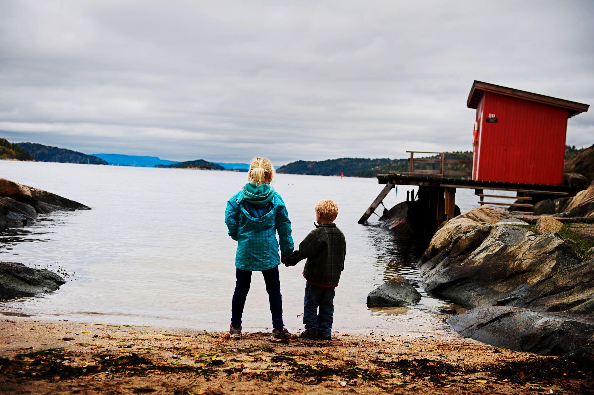 BARNEFATTIGDOM BEKYMRER. – Fattigdom er hverdagen til over 100 000 barn i Norge. 100 000 levde liv med høyere risiko for manglende trygghet, frihet, fellesskap, muligheter for utvikling og dårligere helse, skriver Eikrem og Øhlckers.