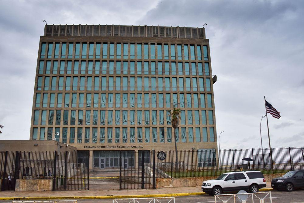 TØMTE AMBASSADEN: Her er USAs ambassade i Havana, avbildet 29. september, da det ble klart at USA sendte hjem mer enn halve staben på grunn av uforklarlige helseproblemer og mystiske sykdommer.