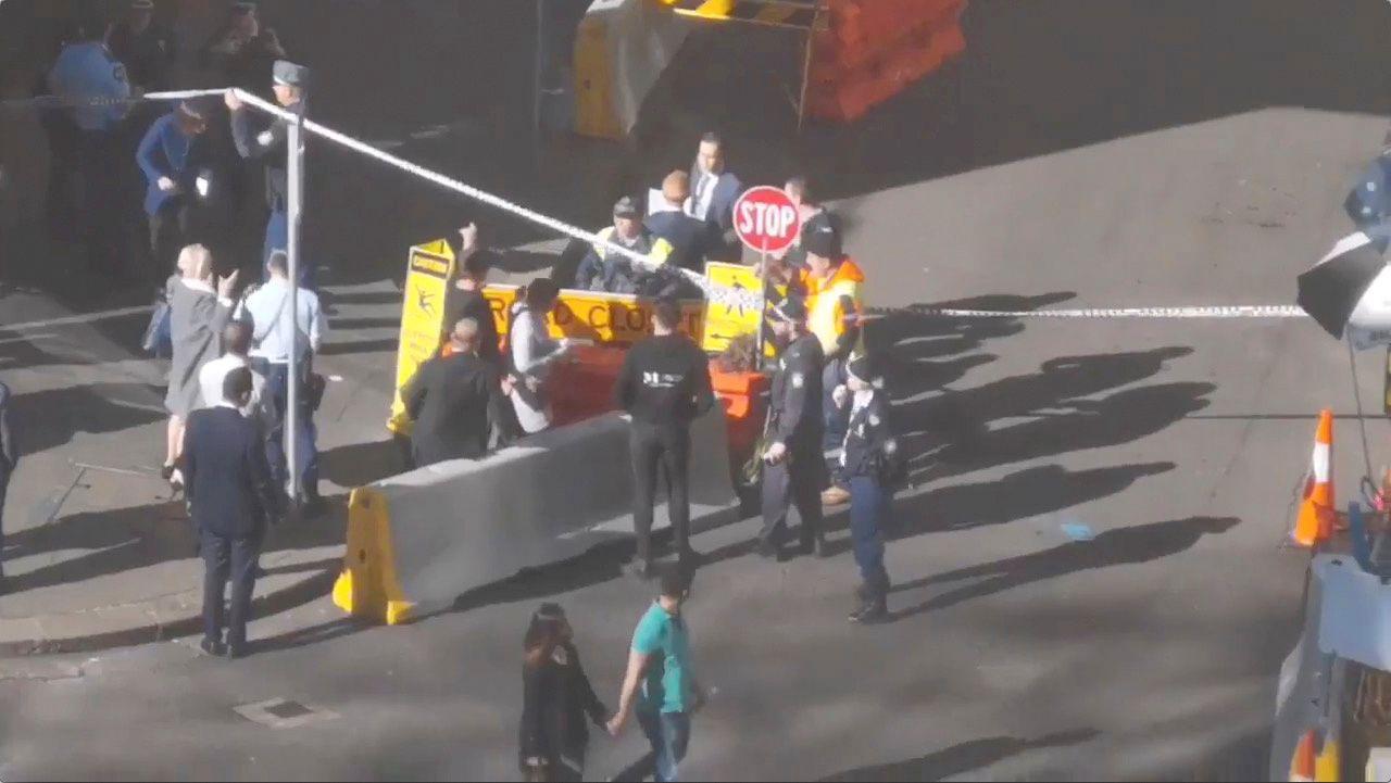 POLITIOPPBUD: Det var et stort politioppbud i Sydney i forbindelse med pågripelsen av en knivdesperado i dag.