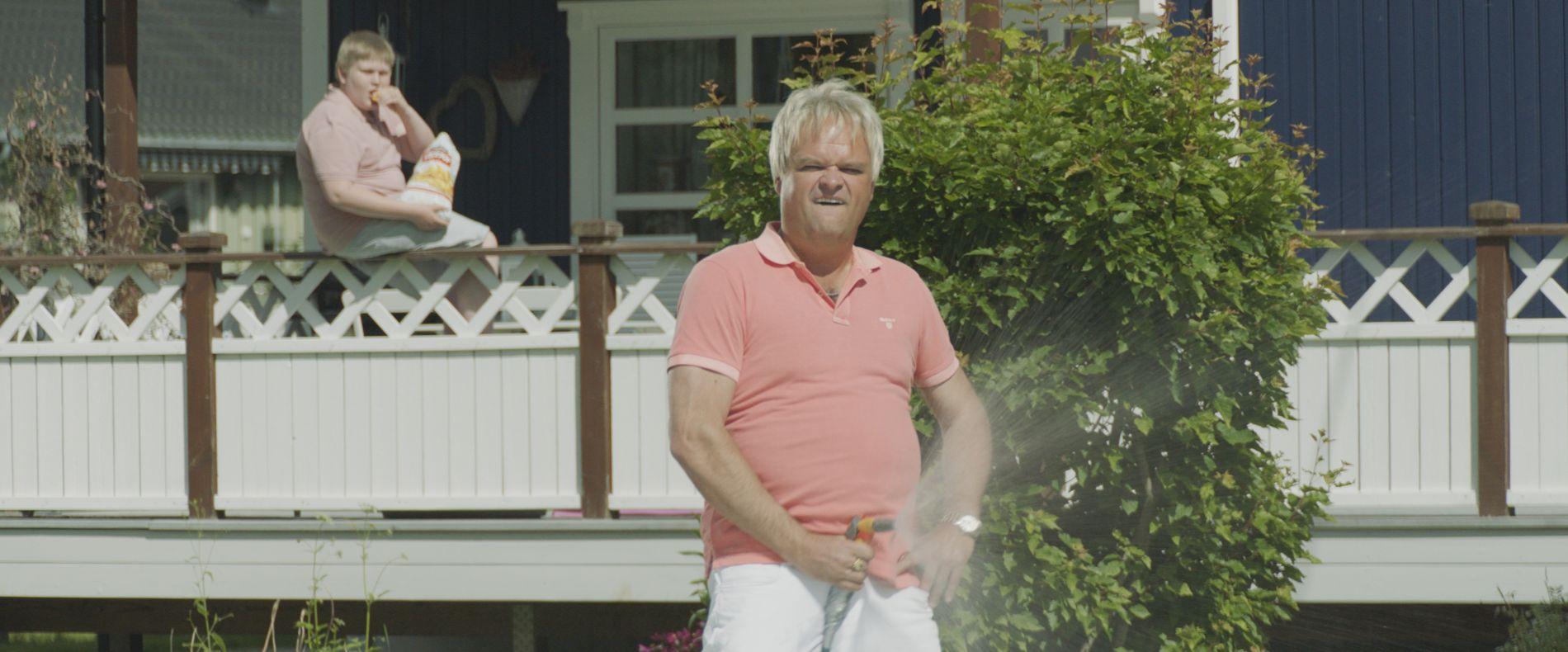 JACUZZI-MILLIONÆR: Ståle Rivdal i Atle Antonsens skikkelse i «Norske byggeklosser».
