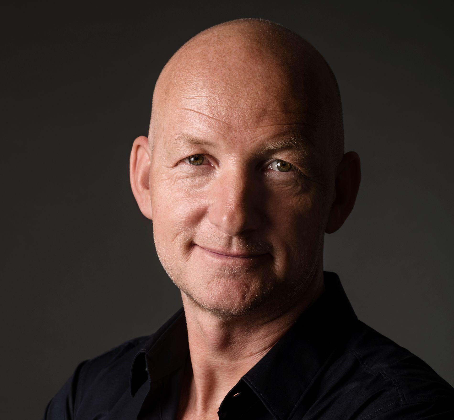 FØRSTE KRIMBOK: Mannen bak TV-serien «Forbrytelsen», Søren Sveistrup, er ute med sin første krimroman.