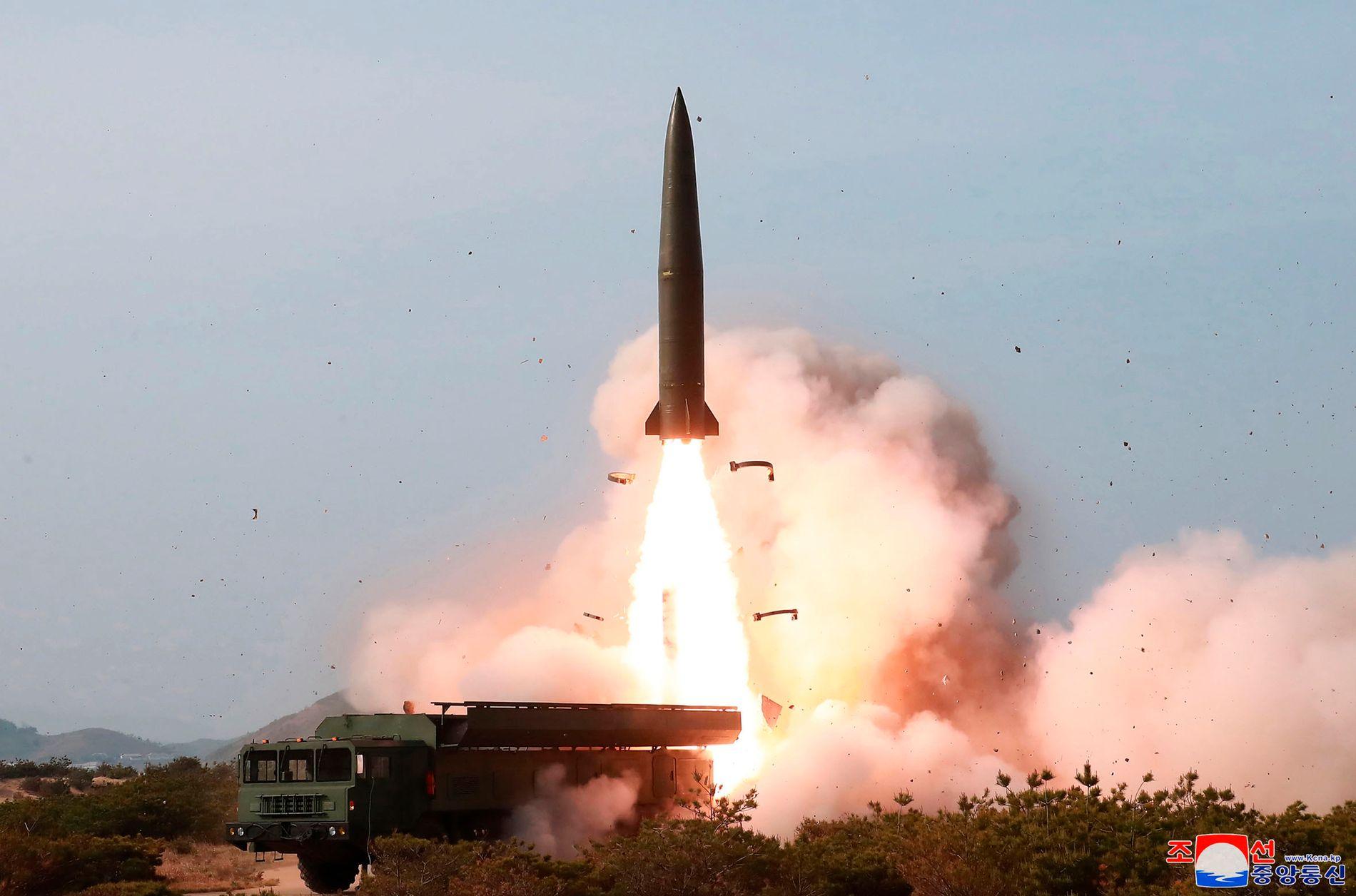 «FORNØYD»: Nord-Koreas leder Kim Jong-un var tilstede under oppskytingen, ifølge nyhetsbyrået KCNA.
