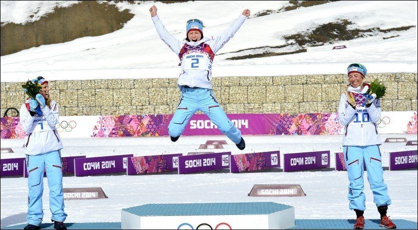 REKORDKVINNEN: Marit Bjørgen (33) tar rekord etter rekord i langrennssporet. Nå har hun tatt Bjørn Dæhlies gullrekord. Her feirer hun tremilsgullet på pallen med Therese Johaug (sølv, til venstre) og Kristin Størmer Steira. Foto: Bjørn S. Delebekk
