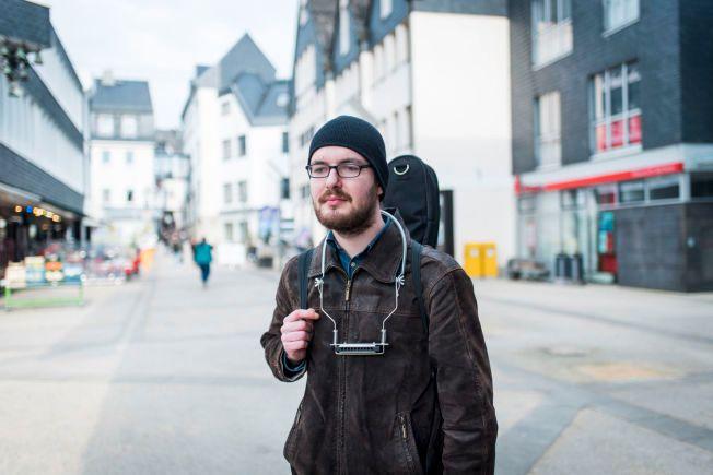 VIL BORT: – Denne byen er ødelagt. Andreas Lubitz sine grusomme handlinger vil for alltid  ligge over denne byen, sier Fabian (22). Han vil helst flytte bort.  FOTO: LIA DARJES, VG