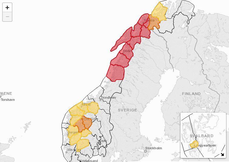 STOR FARE: Slik er snøskredfaren fredag formiddag. I de røde områdene er det stor snøskredfare.