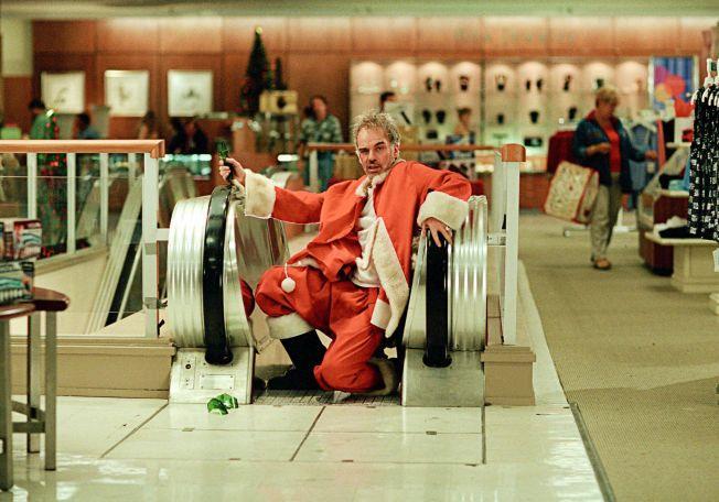 SLEM NISSE: Billy Bob Thornton som en uskikkelig utgave av julenissen.