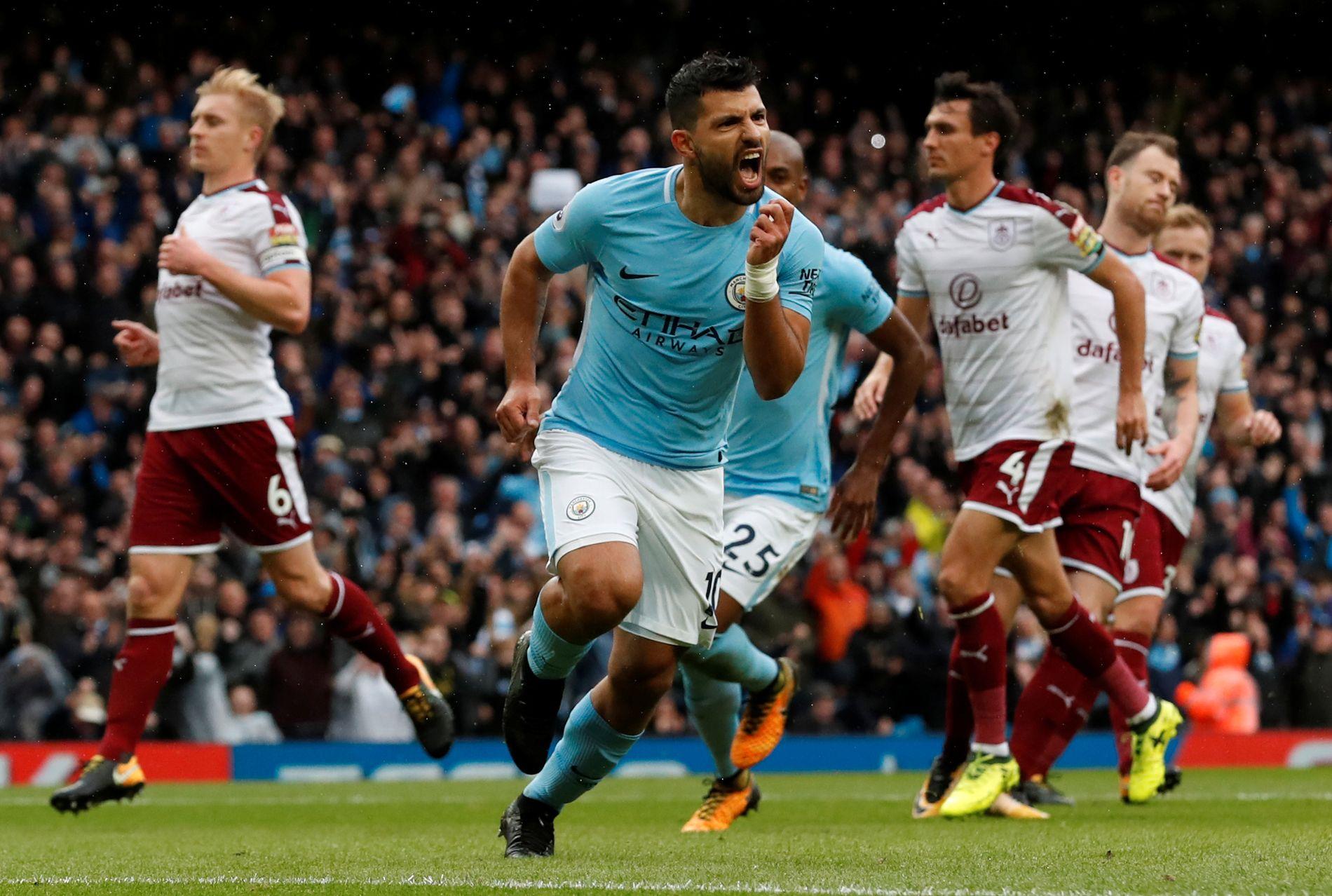 NUMMER 177: Sergio Agüero sendte Manchester city i ledelsen etter en iskald straffe i første omgang.