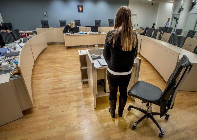 RYSTENDE FORKLARING: Den tidligere samboeren bodde sammen med tiltalte i åtte måneder i 2009. Torsdag vitner hun i sal 250 i Oslo tingrett.