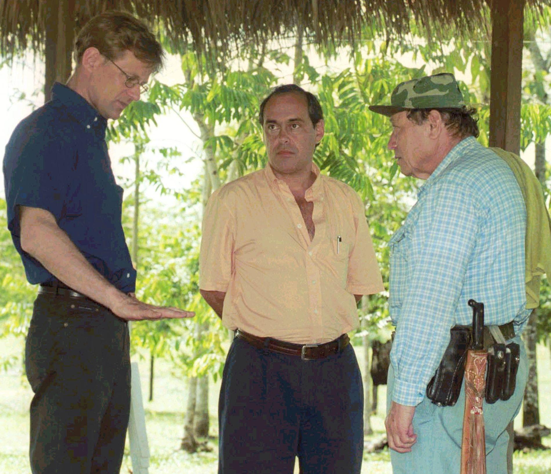 """GERILJALEDER: For 15 år siden møtte Jan Egeland den beryktede FARC-lederen, Manuel og Marulanda (t.h). - Han påsto at jeg var en av de første """"gringo""""ene han møtte, sier Egeland. Foto: REUTERS"""