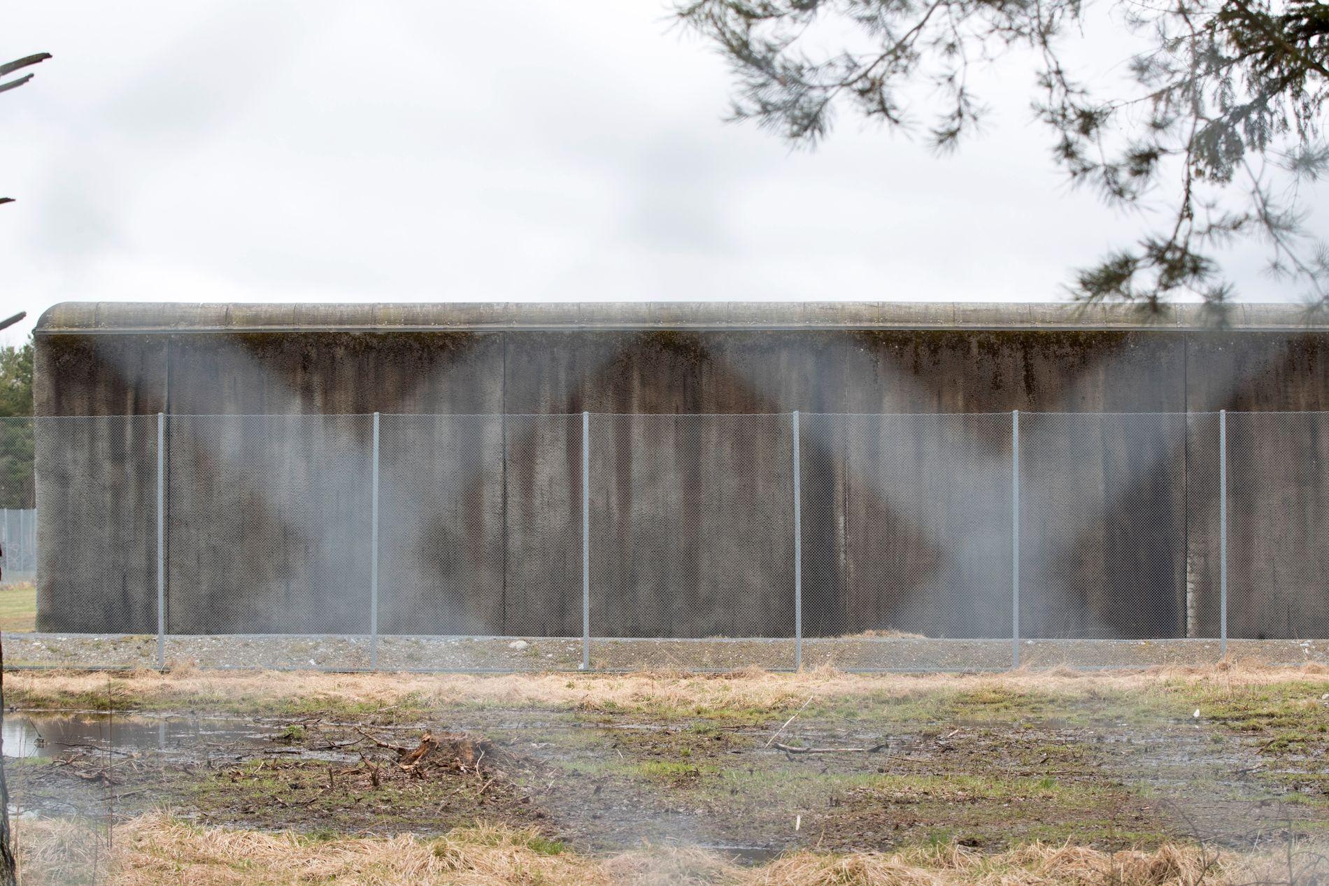 UNDERSØKER: Kriminalomsorgsdirektoratet undersøker saken hvor innsatte skal ha måket snø på hytta til en fengselsleder. Dette er et illustrasjonsbilde.
