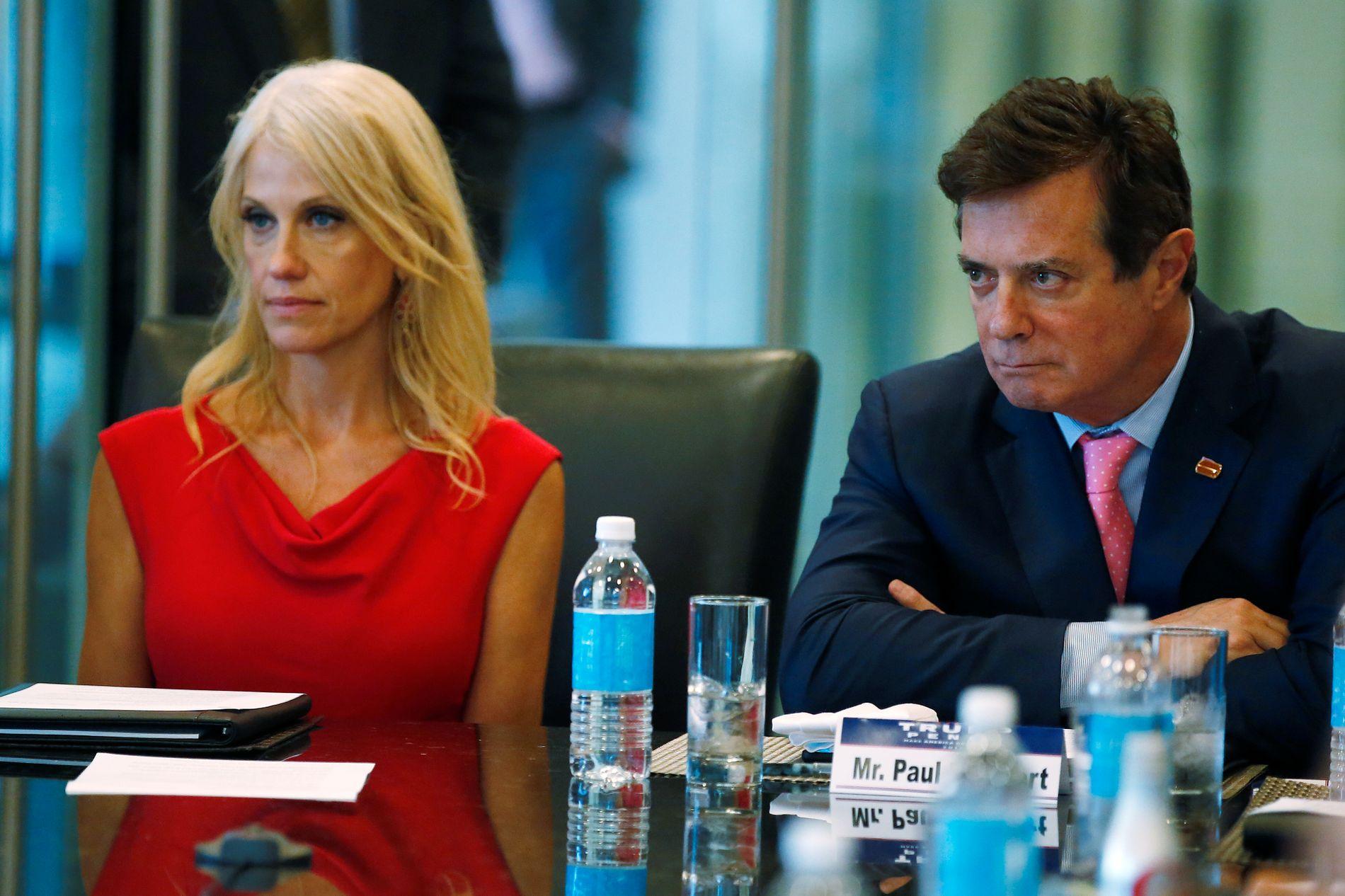 MÅTTE GÅ: Her er Paul Manafort 17. august 2016, bare to dager før han ble fjernet, med Trump-rådgiver Kellyanne Conway ved sin side.
