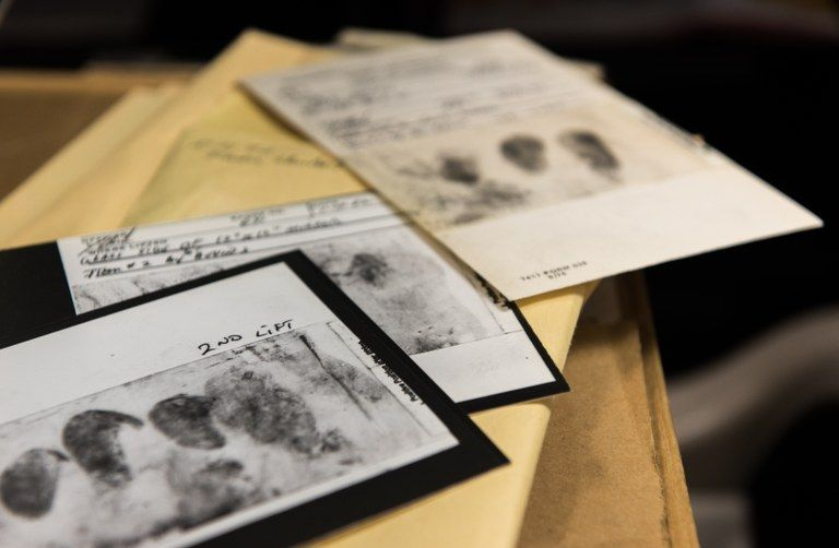 BEVISMATERIALE: Dette er fingeravtrykk fra et av åstedene i drapsggåten.
