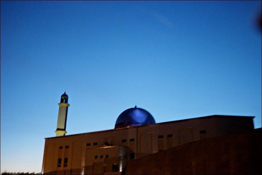 KLART FOR ÅPNING: Til tross for mye motstand, åpnes den omstridte moskeen fredag. Foto: Scanpix