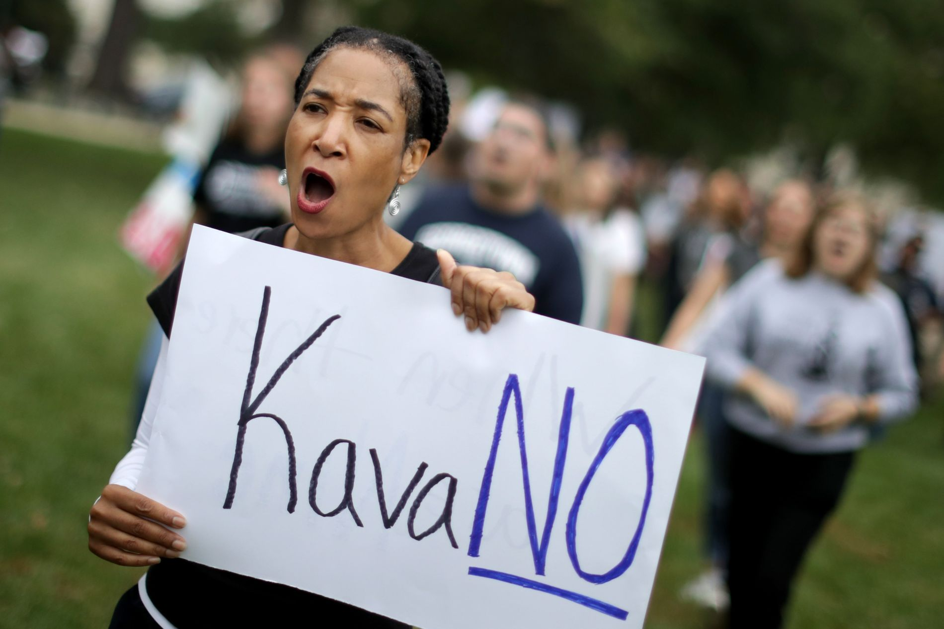 KAVA-NEI:  Demonstranter fra universiteter rundt Washington DC demonstrerte lørdag mot utnevnelsen av Brett Kavanaugh til høyesterett.