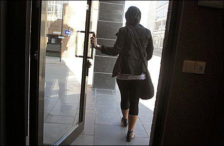 VITNET: Den 25 år gamle datteren til den hovedtiltalte kvinnen i Alvdal-saken, beskyldte moren for seksuelle overgrep mot seg selv og barnebarnet. Foto: Steinar Schjetne / Scanpix