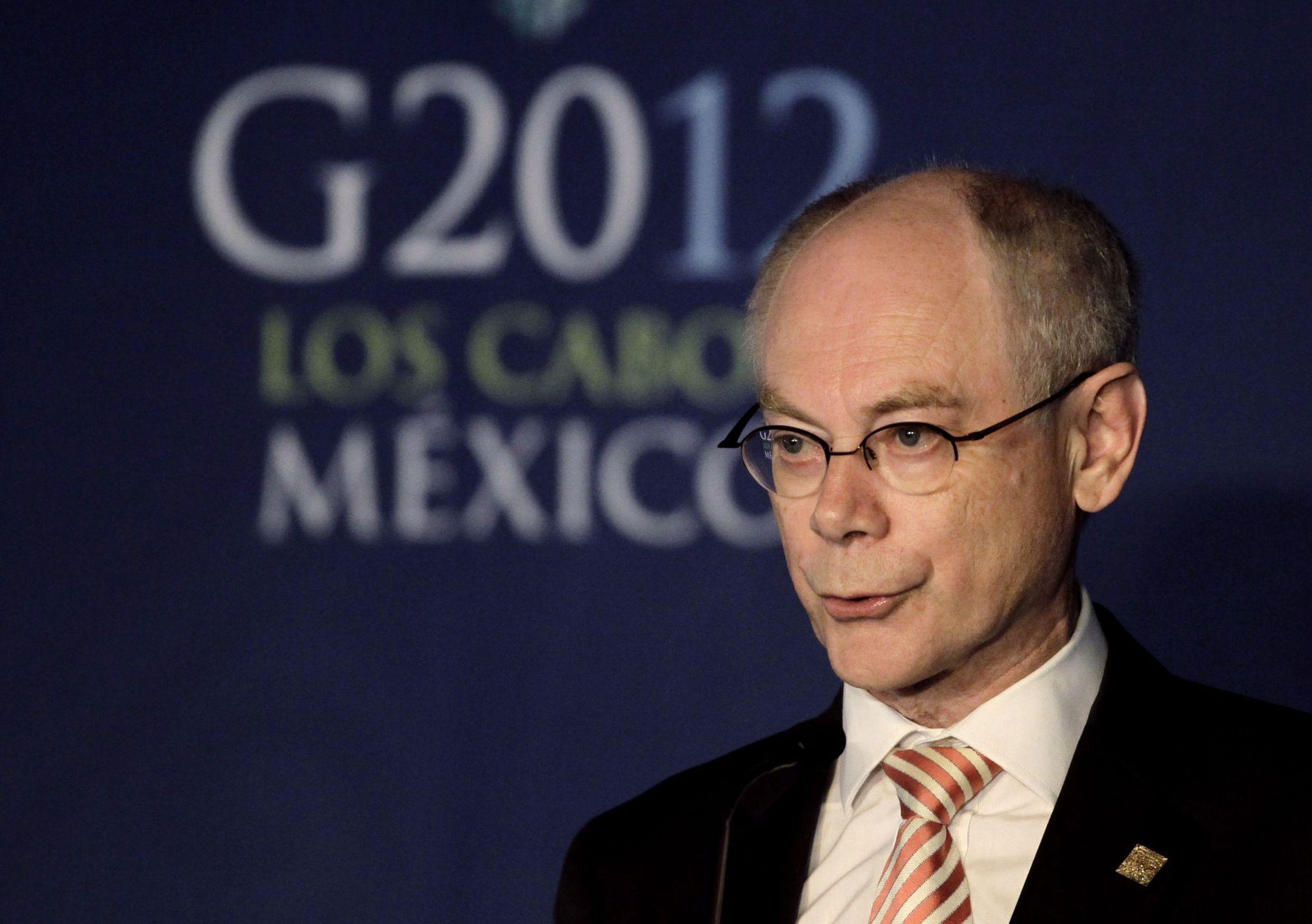 HANS FORSLAG: EU-president Herman Van Rompuy la tirsdag frem forslagen han håper å få topplederne i EU til å gå med på når toppmøtet starter torsdag.