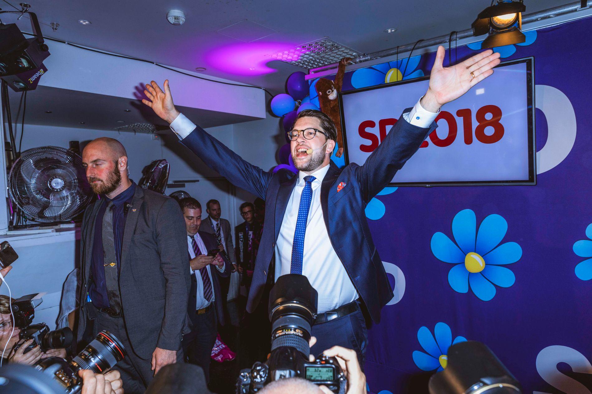 JUBLER: Sverigedemokraternas (SD) leder Jimmie Åkesson under partiets valgvake 9. september. SD kom på vippen i valget, og gjør det vanskelig for de andre partiene å danne regjering.
