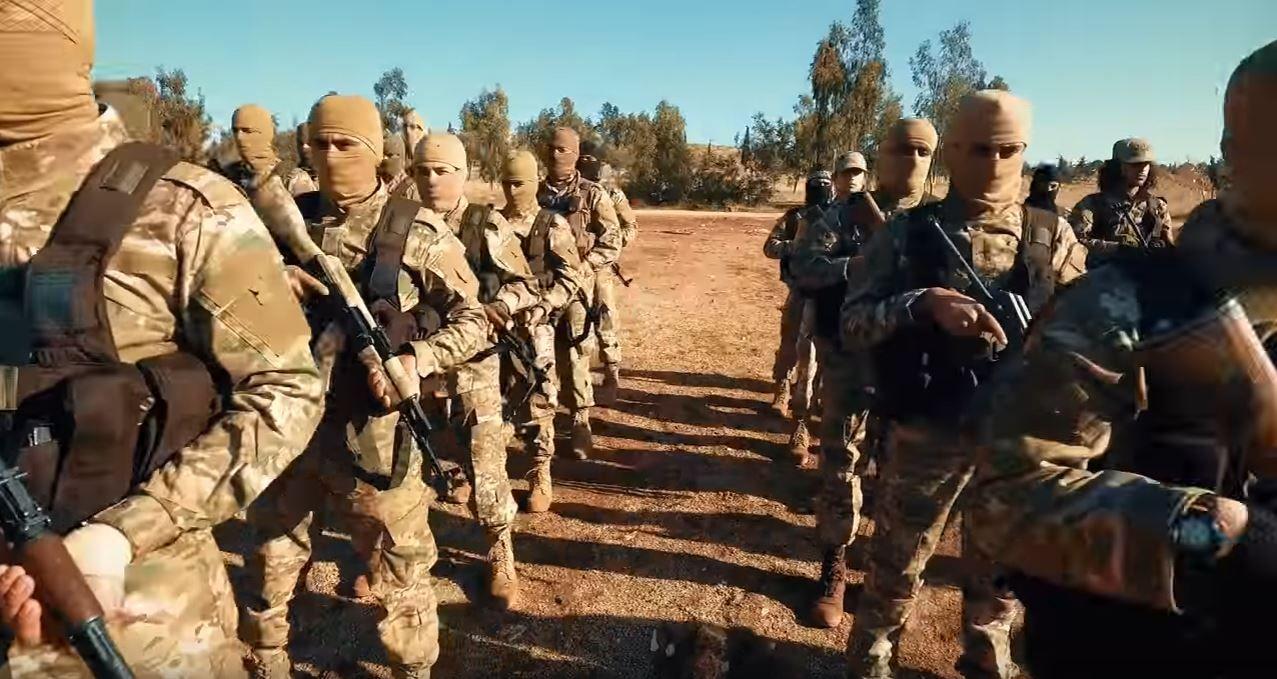 ELITESTYRKER: Al-Qaidas nye formasjon i Syria, Hayat Tahrir al-Sham, la denne uken ut traileren for en kommende video i sine kanaler på meldingstjenesten Telegram. Den skal vise gruppens elitestyrker i trening.