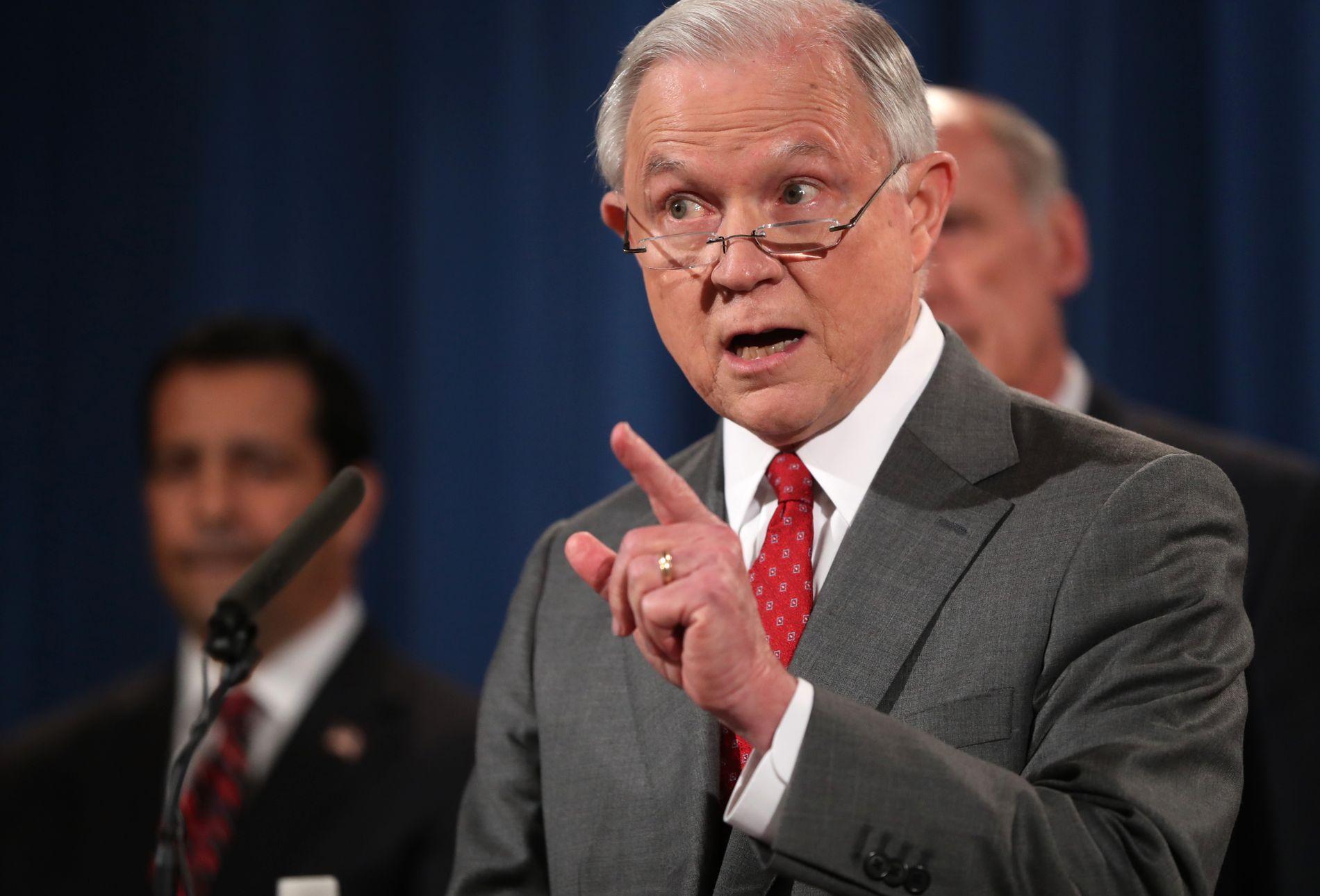 ALVORLIG SITUASJON: Justisminister Jeff Sessions mener antallet lekkasjer de siste seks månedene er altfor høyt og advarer om at dette vil slås ned på i den kommende tiden.