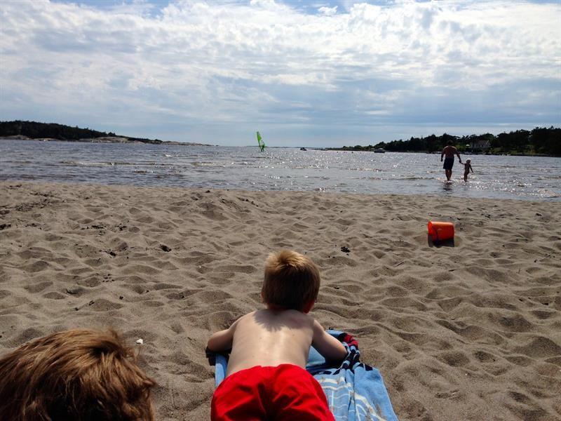 ØREKROKEN: Barnevennlig og langgrunn sandstrand.