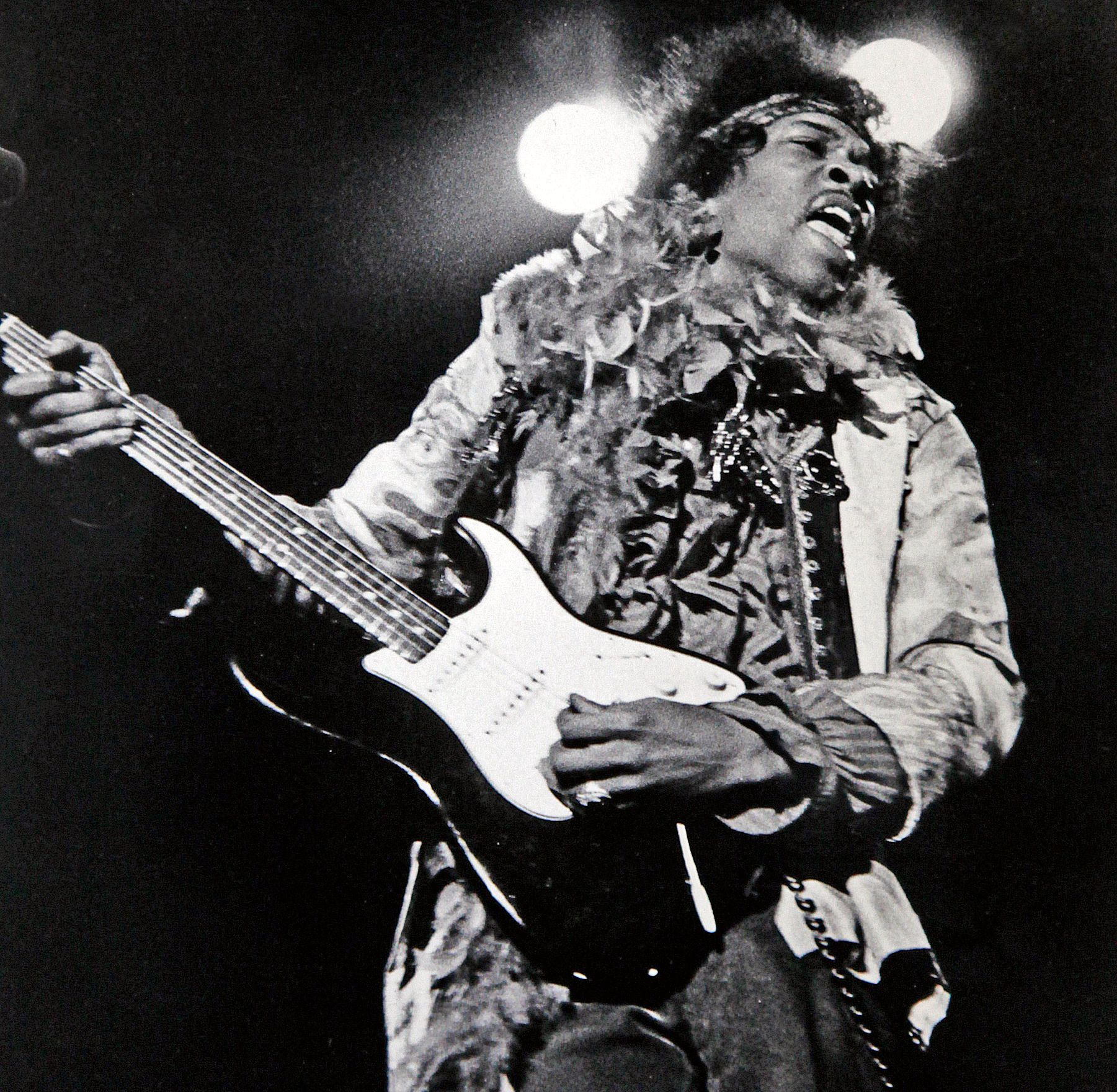 POPULÆR TOLKNING: Jimi Hendrix stiller med en av listens få coverlåter, Bob Dylans «All Along The Watchtower».
