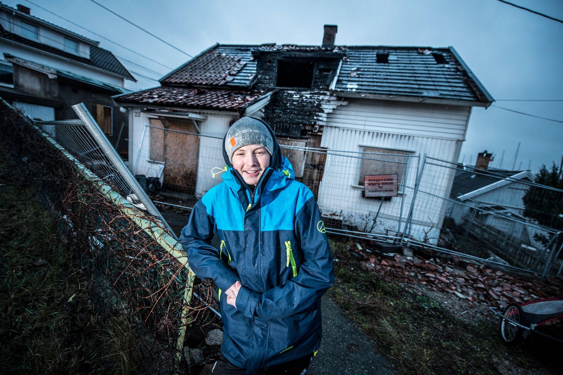 ÅRETS REDNINGSHELT: Jonas reddet to mennesker ut fra dette huset under en brann våren 2015. Nå får han prisen for årets redningshelt i Norske helter.