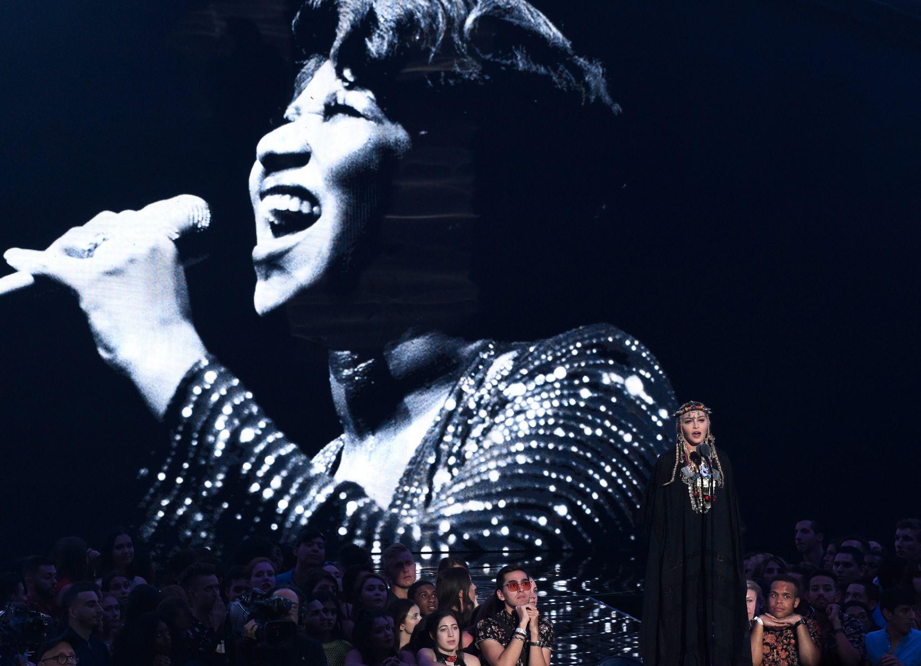 HYLLET: Madonna hyllet Aretha Franklin under VMA natt til tirsdag.