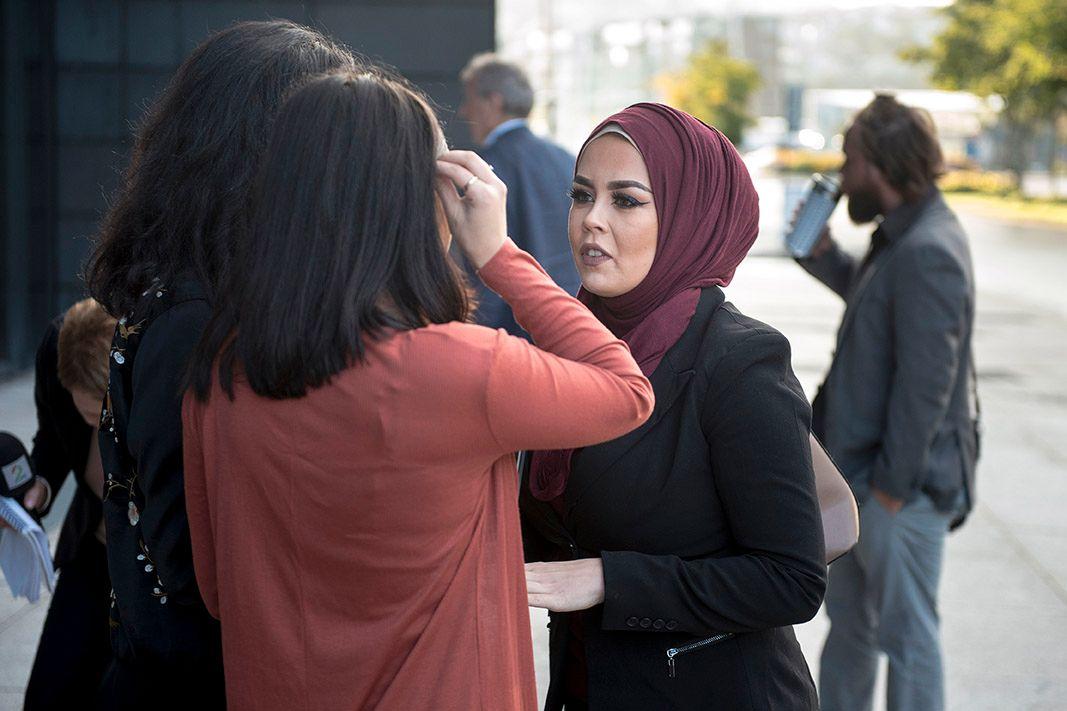 ANMELDTE: Malika Bayan forklarte seg også i retten. Her er hun avbildet utenfor Jæren tingrett i Sandnes før rettssaken startet torsdag morgen.