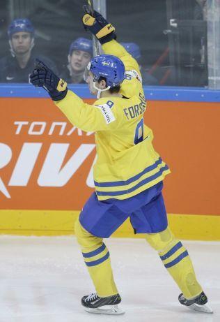 TOPPSCORER: Sveriges Filip Forsberg (20) feirer etter enda en scoring i VM, her mot Frankrike. Sverige møter regjerende verdensmester Russland i VM-kvartinalen i Ostrava torsdag.