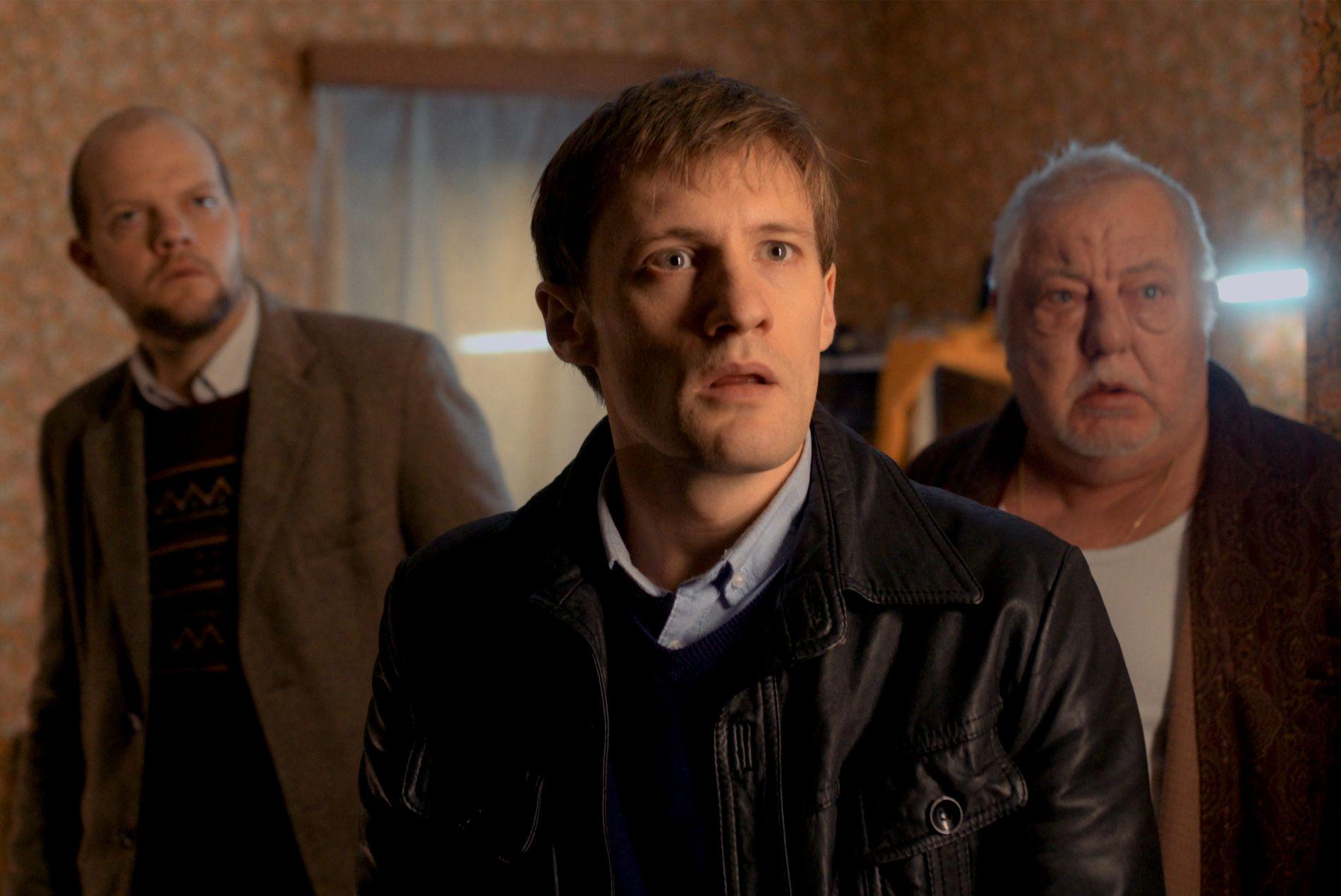 KRIMGÅTE: Yoann Blanc (t.v.) som Yoann Peeters i sesong 1 av «La trêve/The Break».