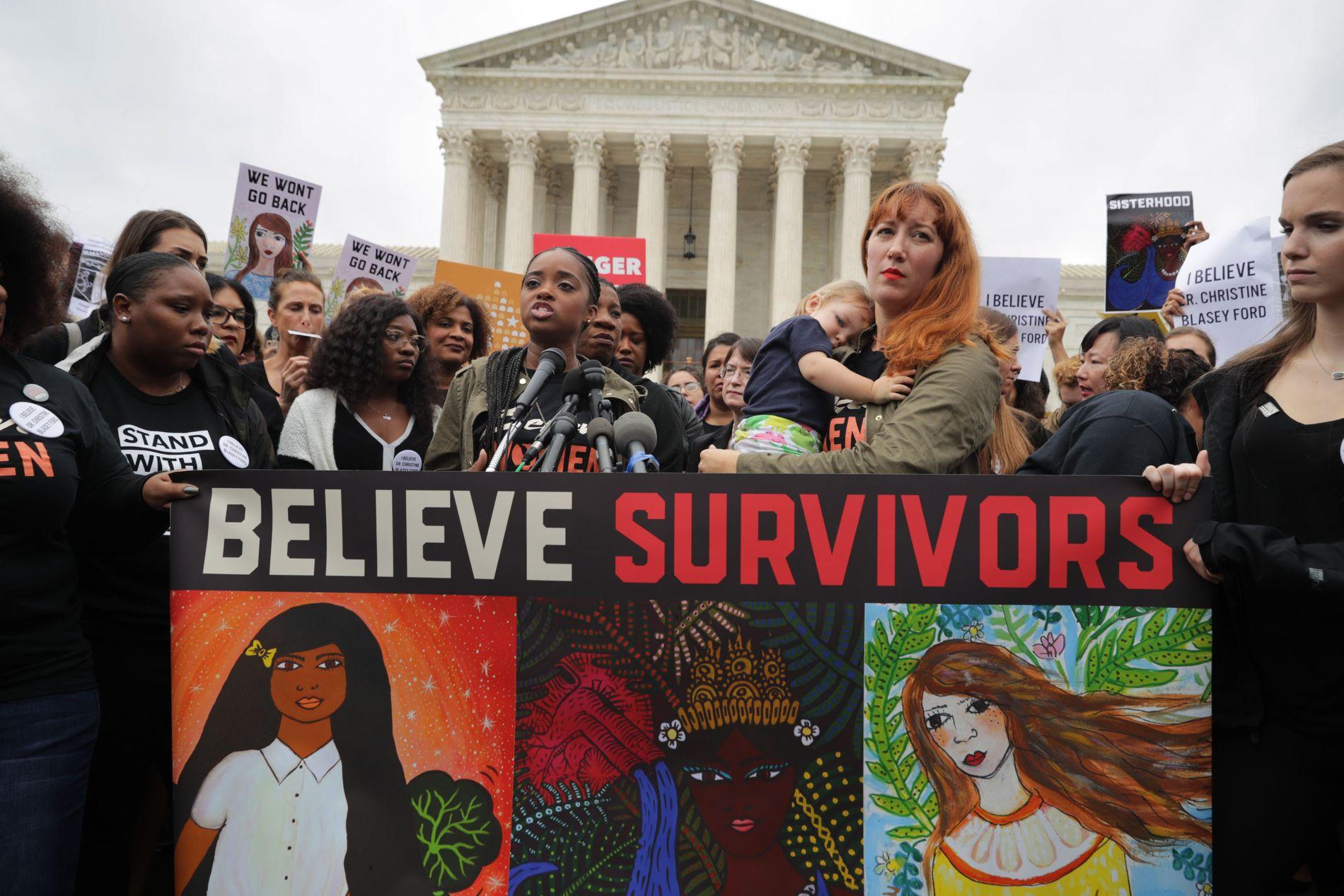 PROTESTERER: Disse kvinnene demonstrerer ved Capitol Hill i Washington.