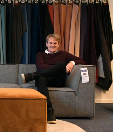 SUKSESS: Daglig leder i Sofacompany Norge, Bjørn Berga, har god grunn til å smile. I fjor økte salget med 270 prosent, i år ligger de til ytterligere 40 prosent vekst.
