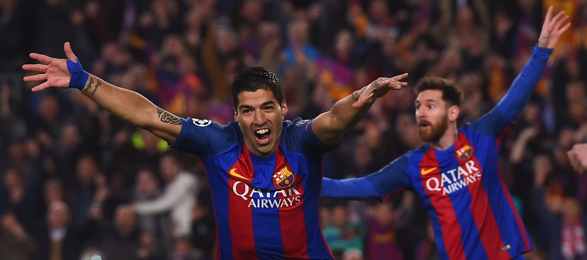 JUBEL: Luis Suárez og Lionel Messi feirer onsdagens vanvittige triumf over Paris Saint-Germain.