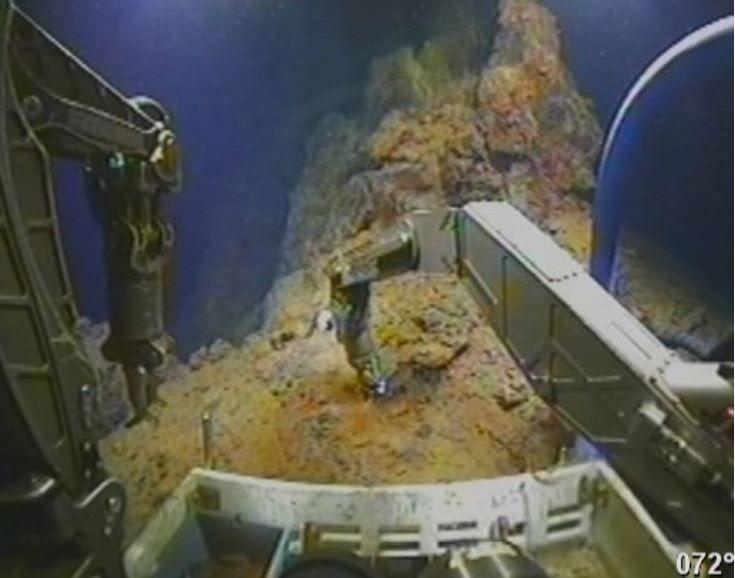 Prøvetaking av sulfidfelt på 3500 meters dyp i Norskehavet