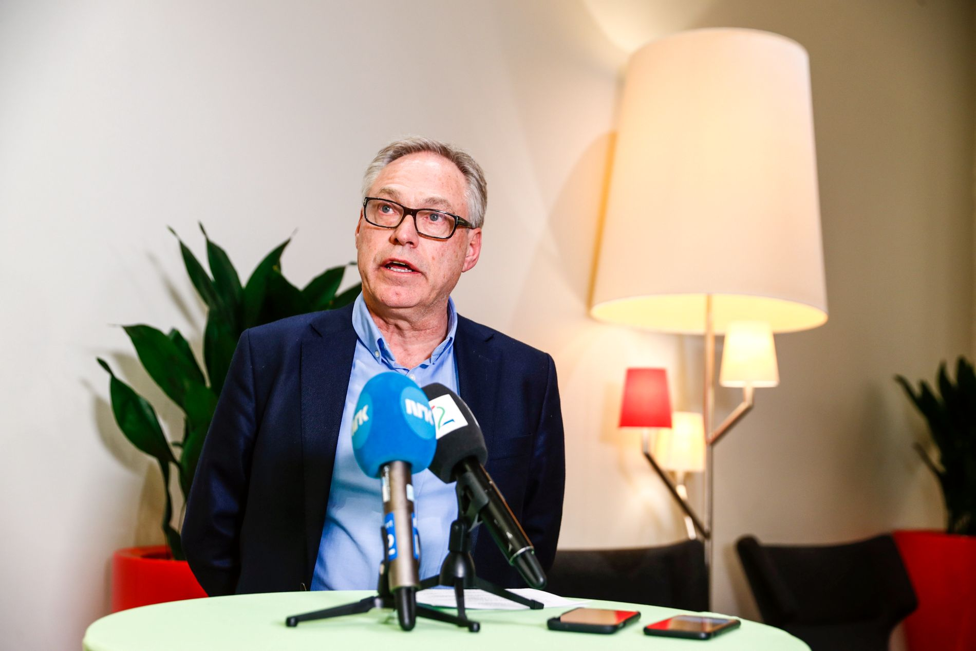 MÅTTE SVARE: Daværende sykkelpresident Harald Tiedemann Hansen etter et av mange oppvaskmøter i Norges Cykleforbund.