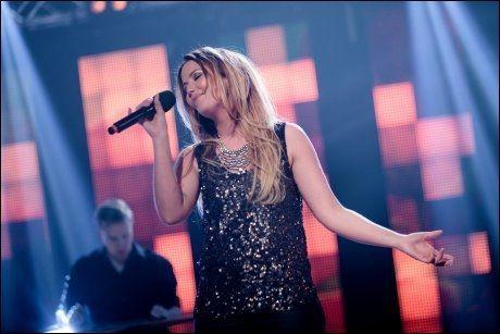 RØRTE HANNE SØRVAAG: Hege Øversveen imponerte med sin versjon av Hanne Sørvaag-låten Are you happy. Foto:Robert Dreier T. Holand, TV 2