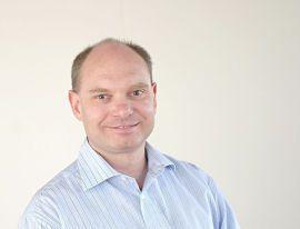 Dine Pengers rådgiver Øyvind Røst mener man bør ta mer hensyn til gebyrene enn rentene når man velger lønnskonto.
