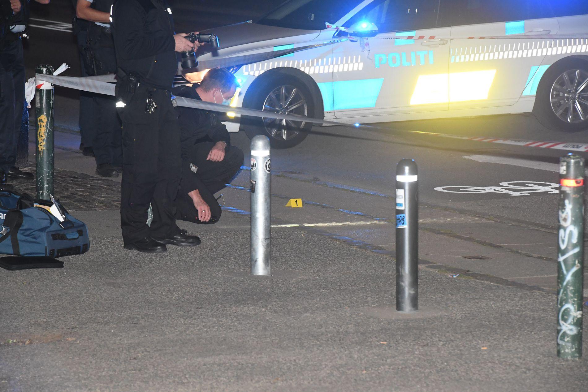 ETTERFORSKER: Politiet rykket torsdag kveld ut til tre steder etter melding om skudd i den danske hovedstaden.