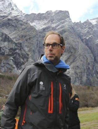 SPENT: Rauma-ordfører Lars Olav Hustad håper at raset ved Mannen snart går, så innbyggerne slipper å leve i uvissheten.