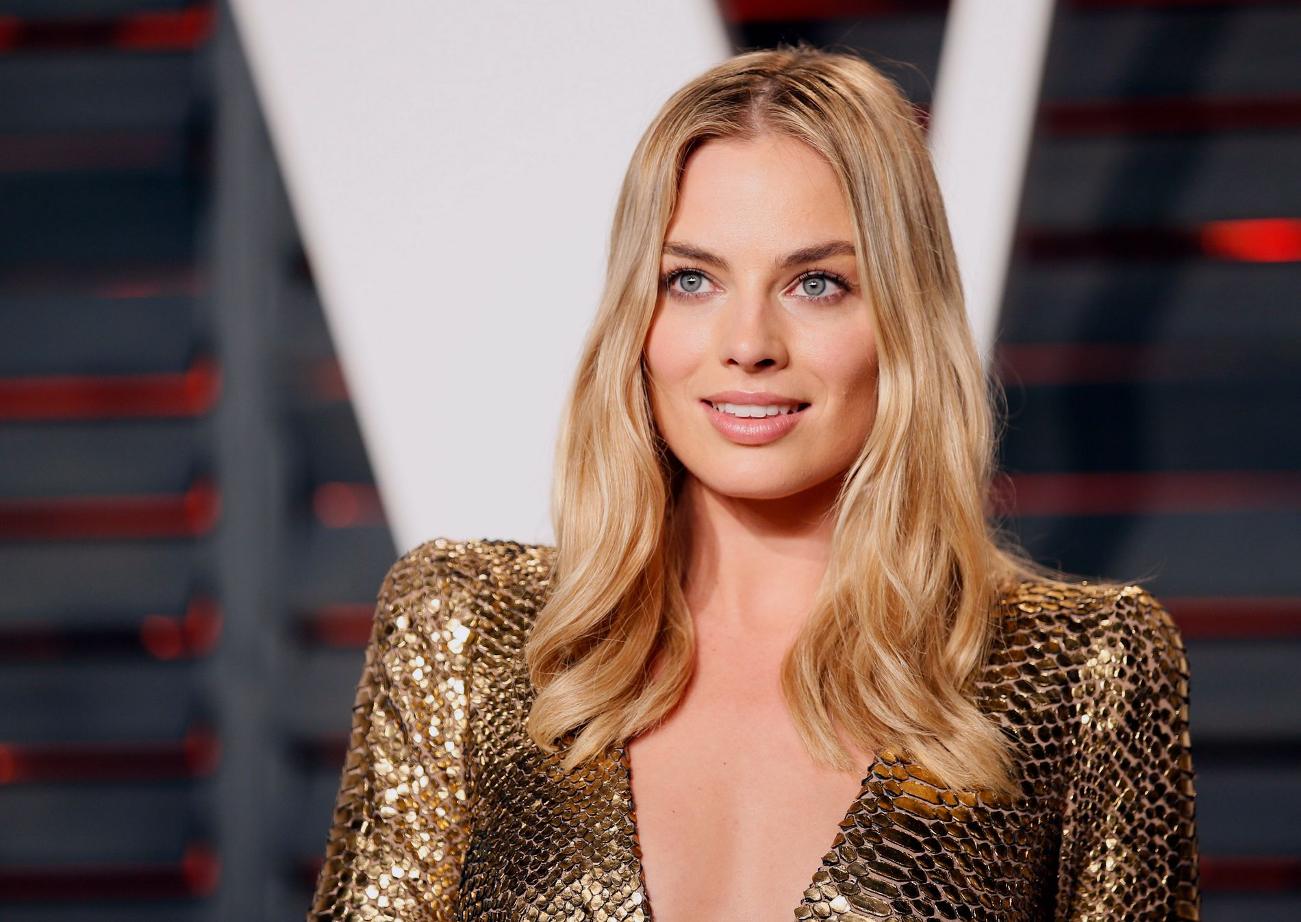 Actress Margot Robbie arrives at the Vanity Fair Oscar Party in Beverly Hills, California February 28, 2016. REUTERS/Danny Moloshok