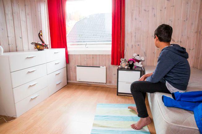 VENTER FORTSATT: Afghanske Sadiq (11) kom til Norge i august, etter måneder på flukt. Han har fortsatt ikke blitt intervjuet av norske utlendingsmyndigheter. Foto: FRODE HANSEN/VG