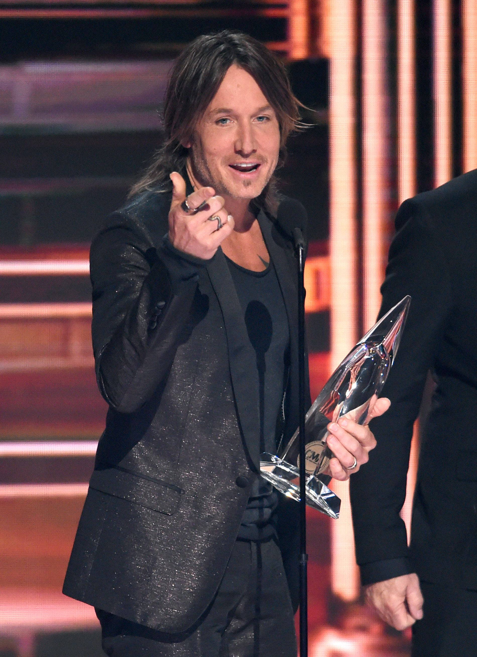 VANT PRIS: New Zealand-artisten Keith Urban med countrytrofeet for beste single.